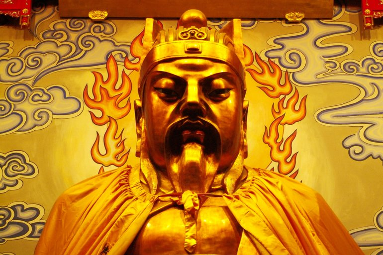The golden statue of Zhou Xin (also known as the City God)