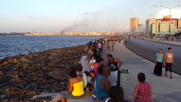 The life of this Wonder City of the 21st century grew alongside the Malecon