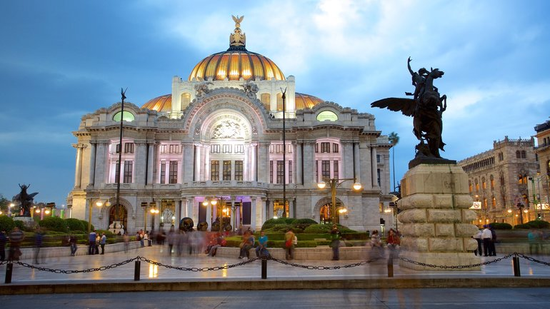 Night view of Palacio de Bellas Artes
