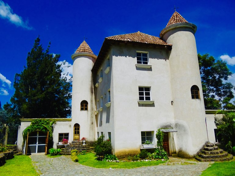 Vineyard castle. Photography by Bosa Tours