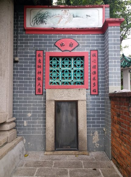 A hidden gem next to the main hall (from Qing Dynasty)
