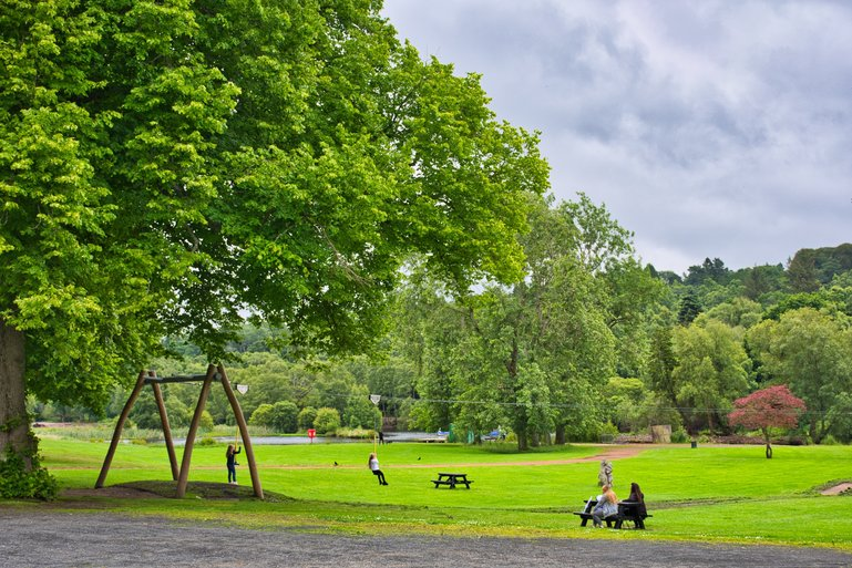 A children's playground, paths and woods as well as the Roman Antonine Wall are here to explore