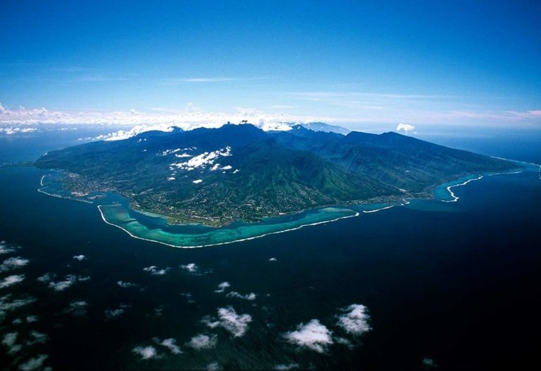Papeete Airport (Faaa), lower left, middle of the picture, at the shoreline, Tahiti