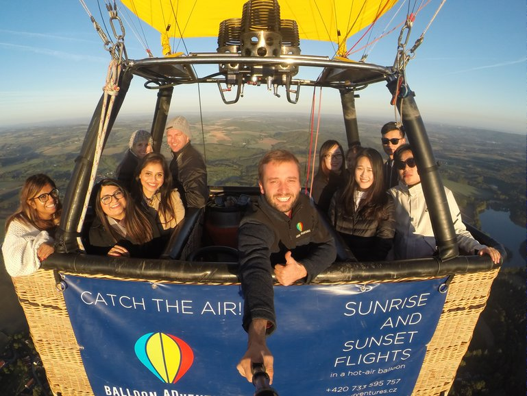 Comfortable balloon gondolas and pictures from your flight!