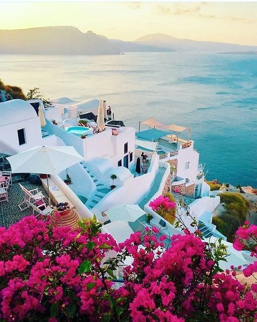 How to visit Santorini on a budget