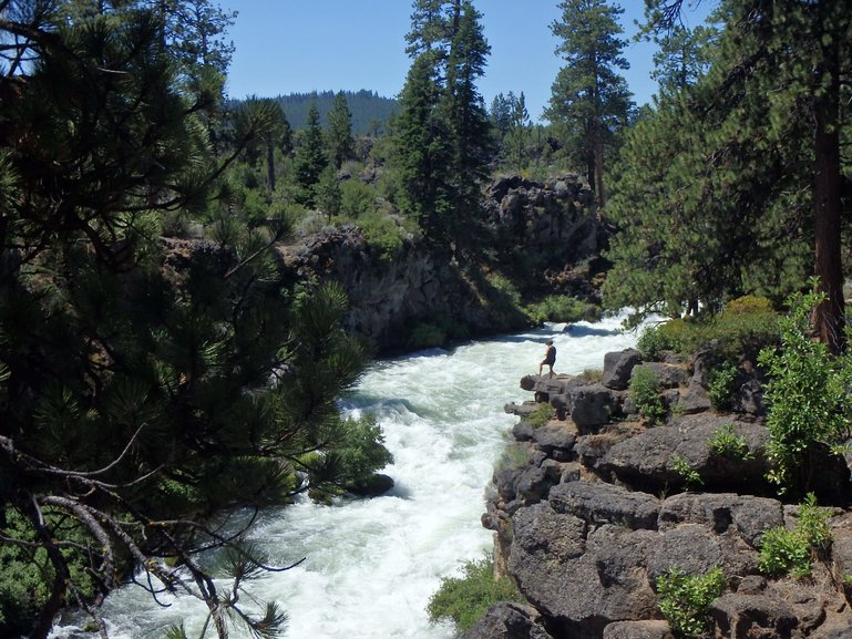 HIking and biking near the Deschutes River