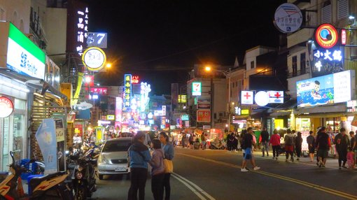 Finding accommodation in Kenting Street